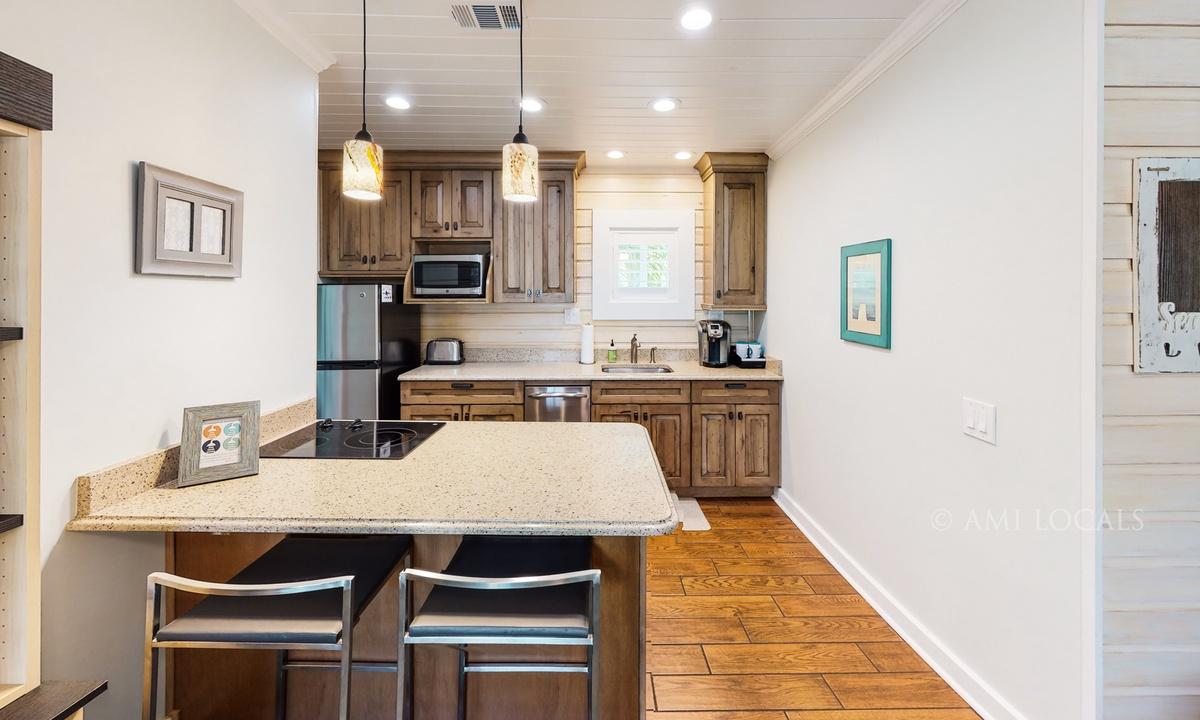 13354-Gulf-Blvd-6West-Beach-Cottages-Cottage-4-Kitchen