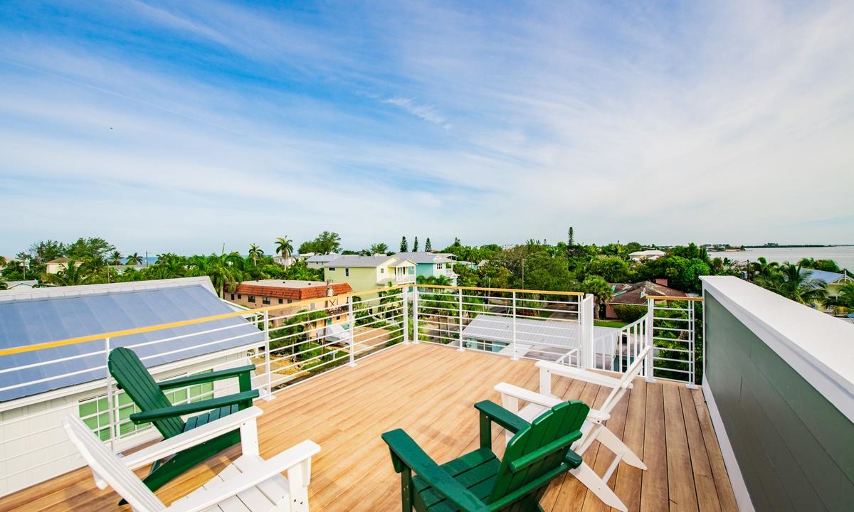 Rooftop Deck, Pirate's Cove - AMI Locals