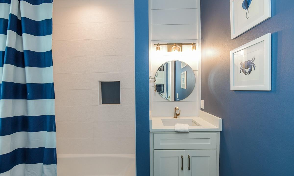 Ensuite Bathroom to Bedroom 4, Pirate's Cove - AMI Locals
