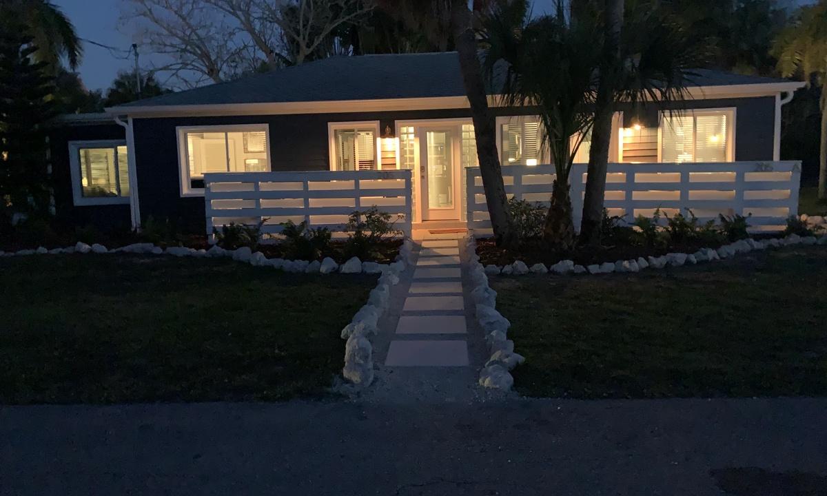 Casa Azul Beach Retreat - AMI Locals