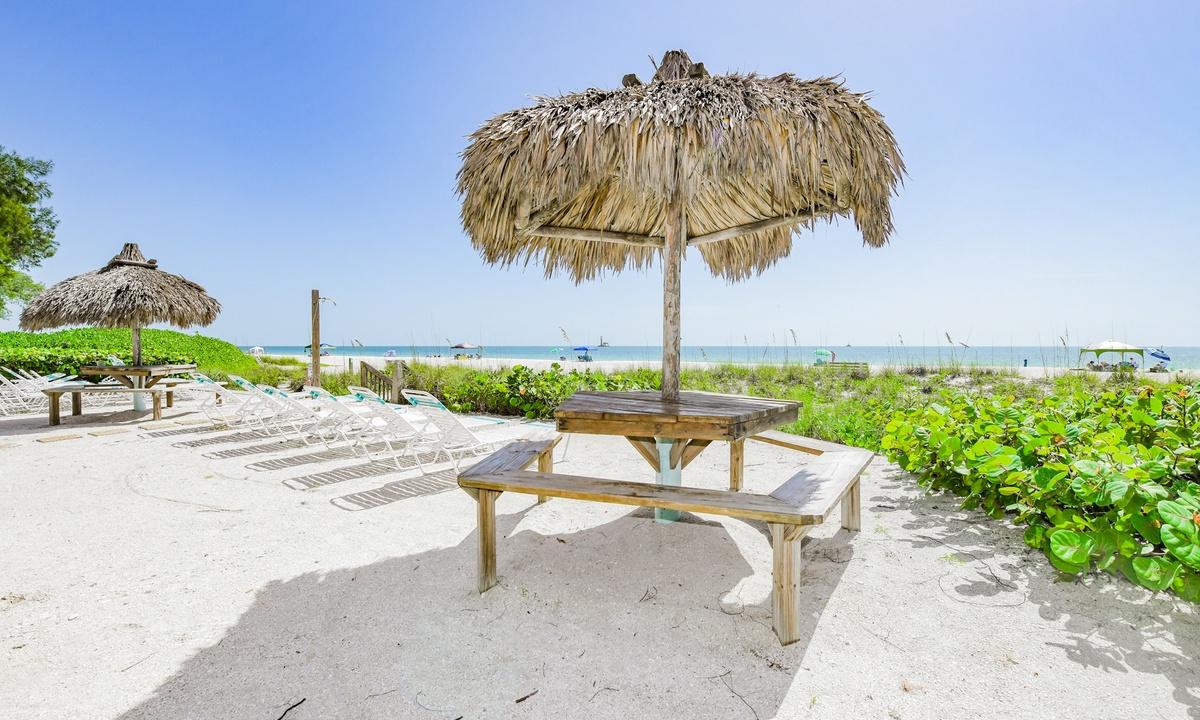 Coconuts Gulf View 117 - AMI Locals