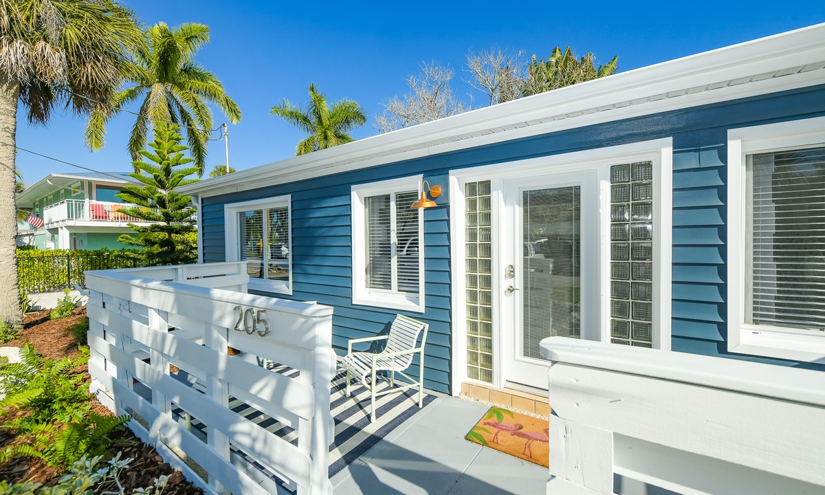 Casa Azul Beach Cottage - AMI Locals