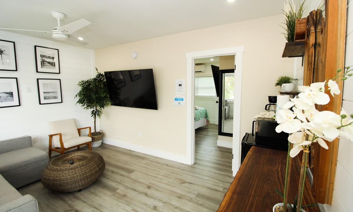 Pelican Post #5 - One Bedroom Suite
