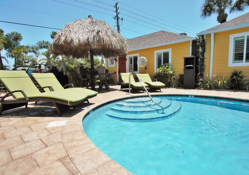 Unit #4 - 6West Beach Cottages