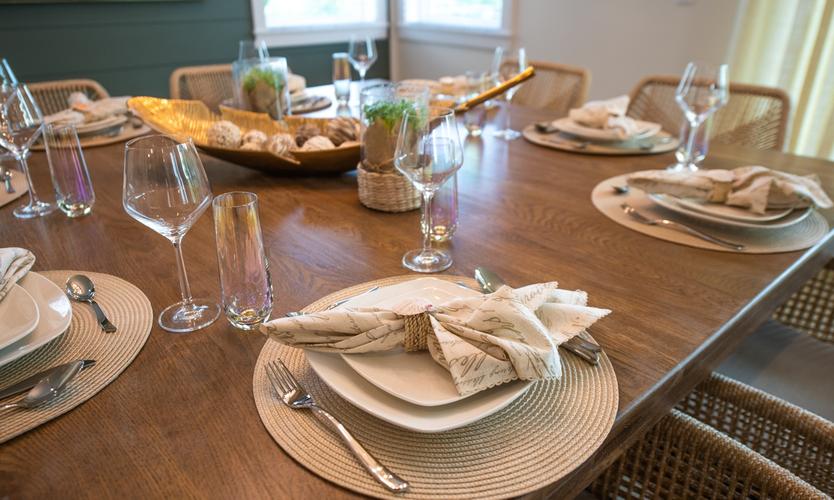 Dining Table, Pirate's Cove - AMI Locals