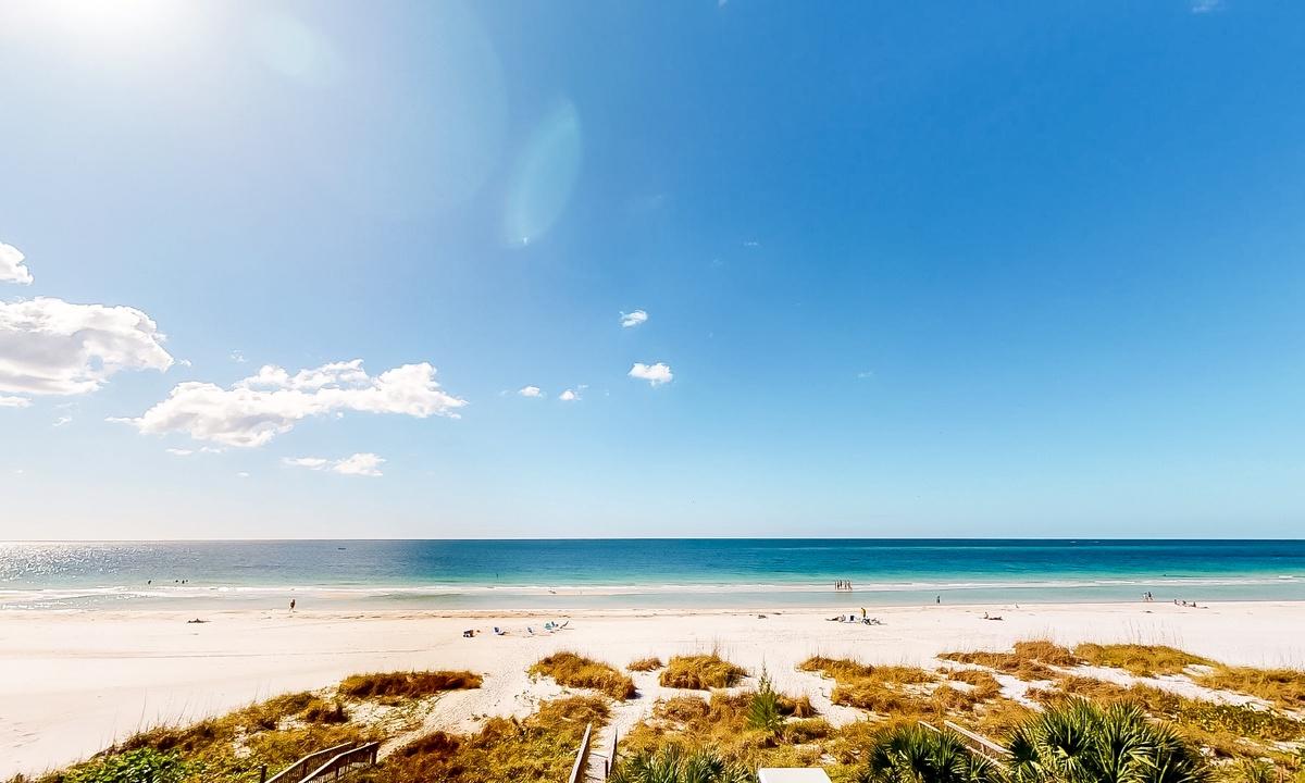 Paradise Beach - AMI Locals