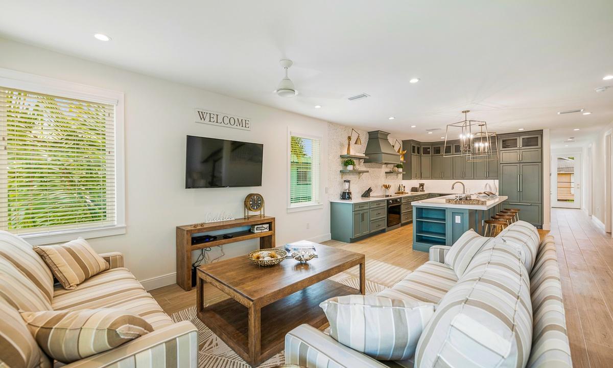 Living Room, Pirate's Cove - AMI Locals