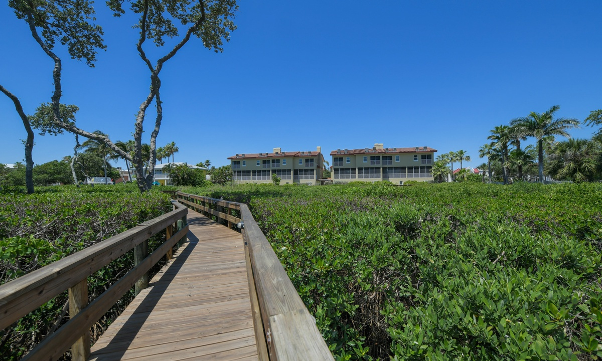 Blue Skies, Bradenton Beach Club 224 - AMI Locals