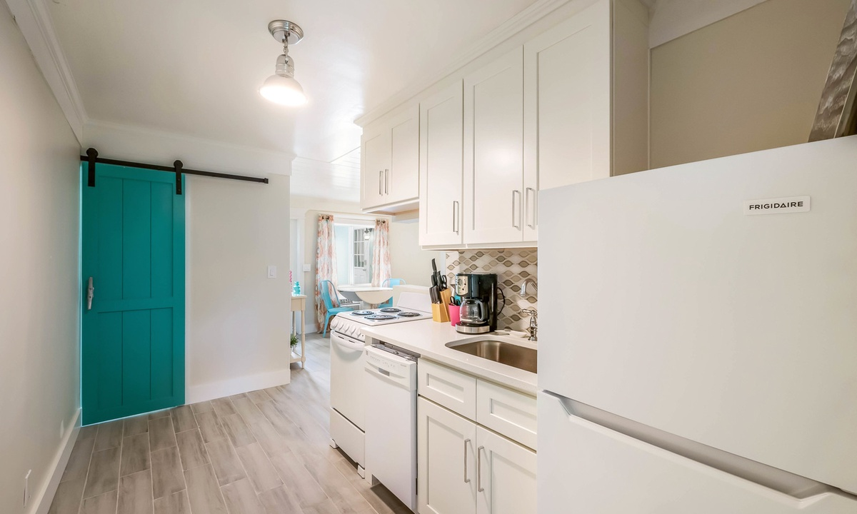 Kitchen, Spoonbill Suite at Driftwood - AMI Locals
