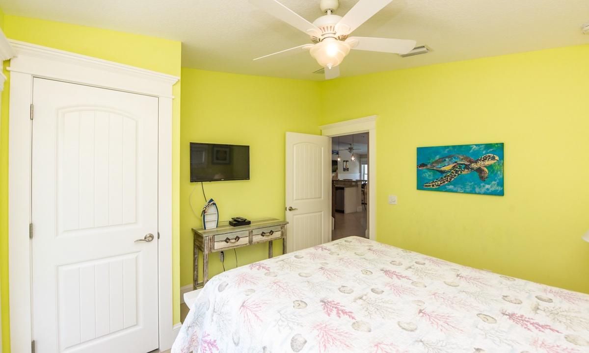 Bedroom 1, Gulf Breeze - AMI Locals