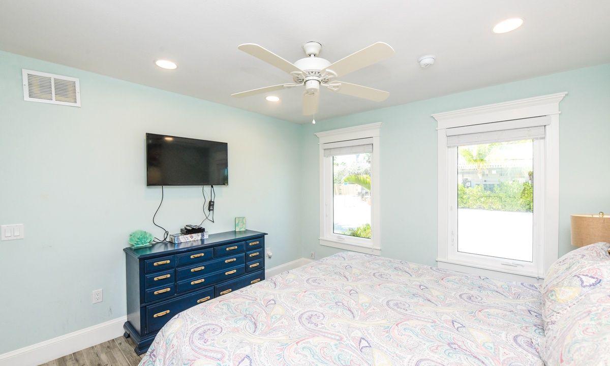 Master Bedroom, Barefoot by the Bay - AMI Locals