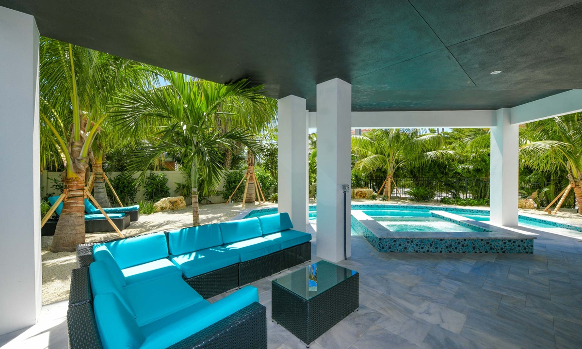 Pool Patio, Gulf Horizons - AMI Locals
