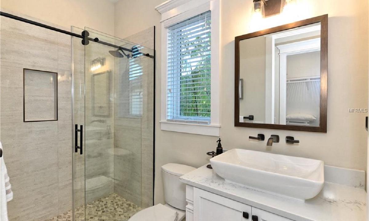 Ensuite Bathroom to Bedroom 2, Seascape - AMI Locals