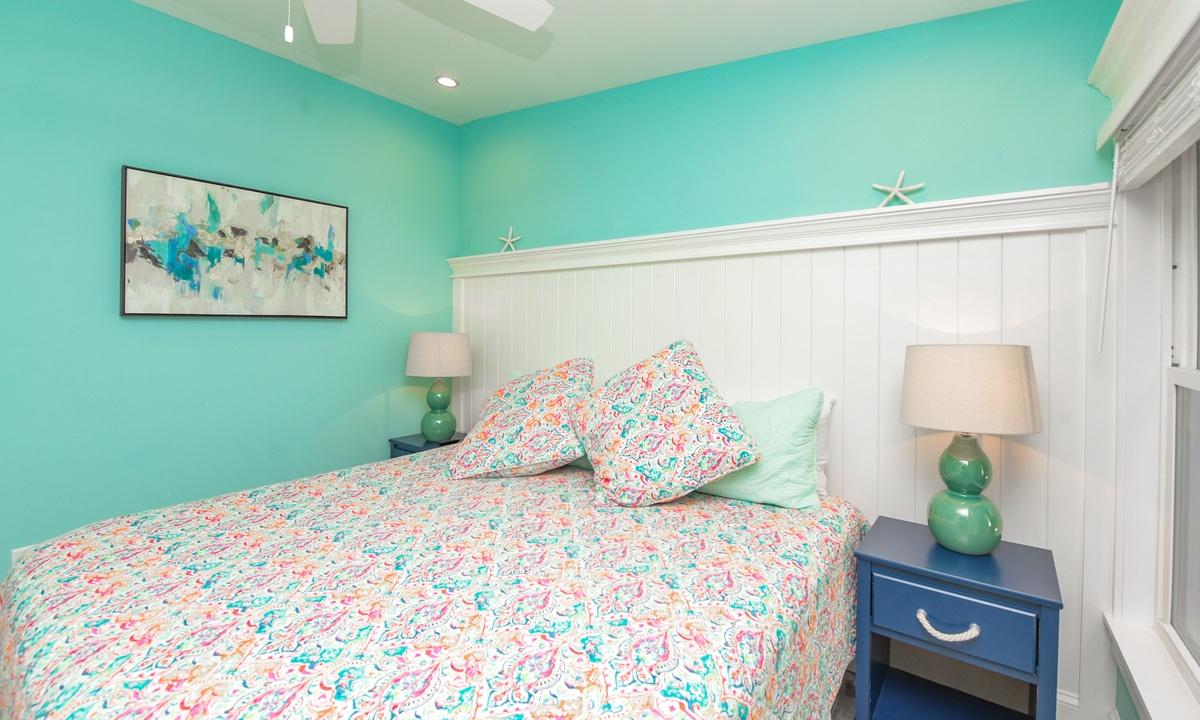Bedroom 1 (Master), Last Resort - AMI Locals