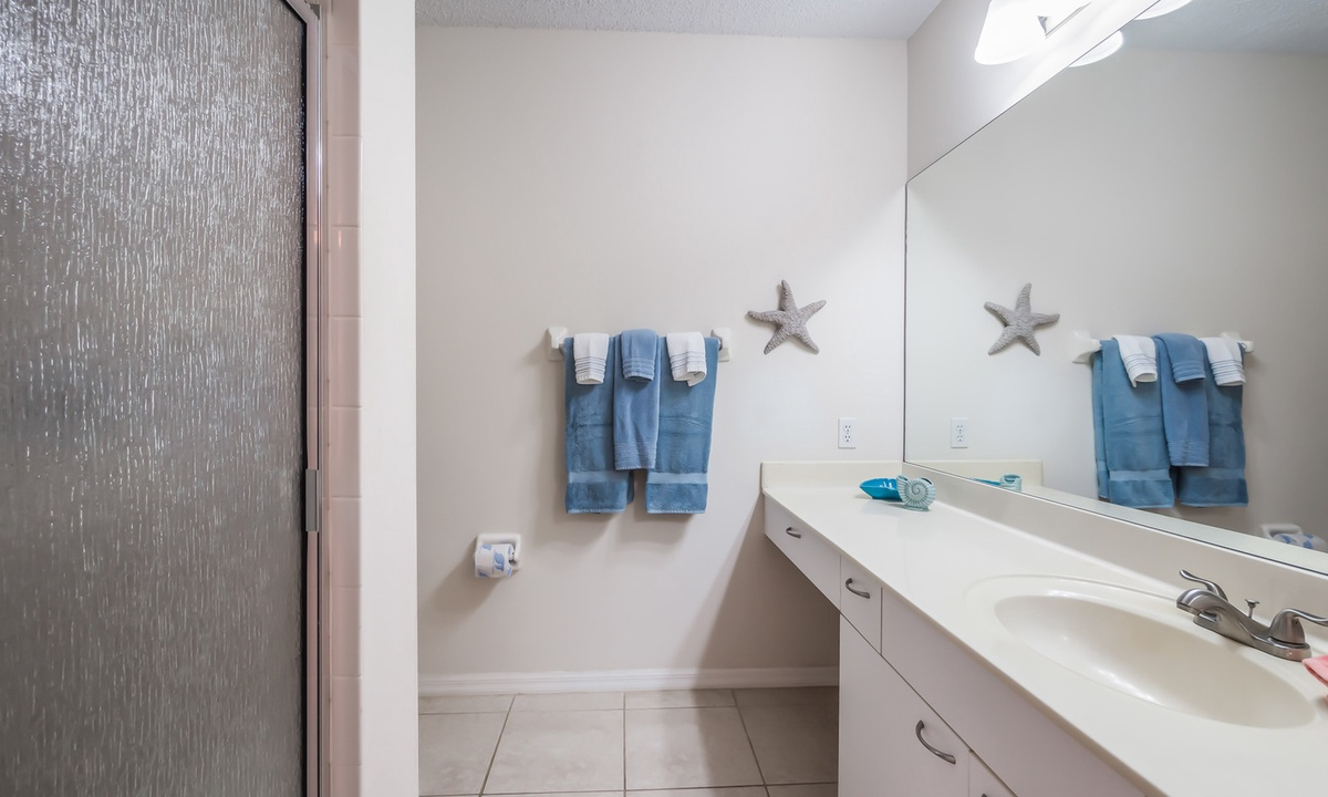 Ensuite Master Bathroom, Sandy Pointe - AMI Locals