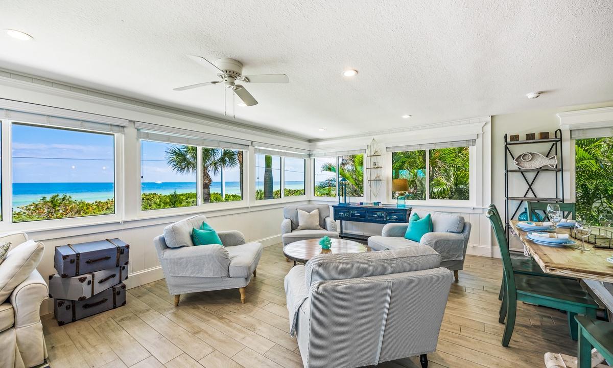 Living Room, Bay Vista - AMI Locals