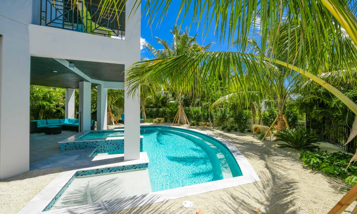 Pool, Gulf Horizons - AMI Locals