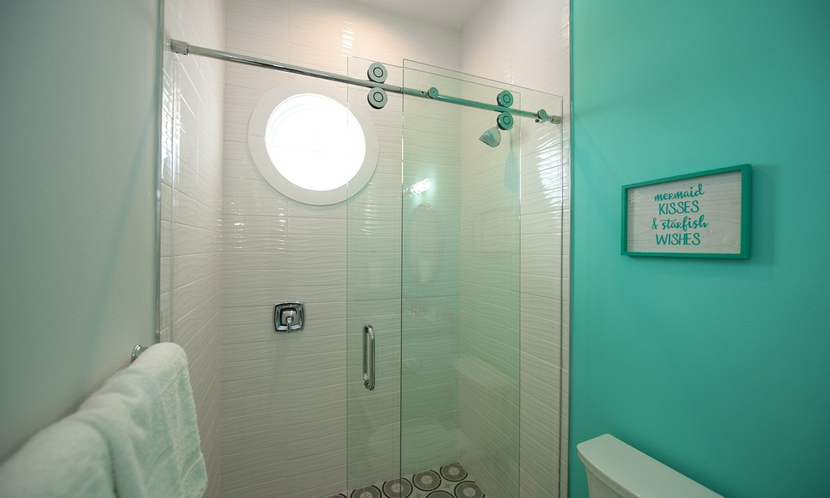 Ensuite Bathroom to Bedroom 4, Anna Maria Beach House - AMI Locals