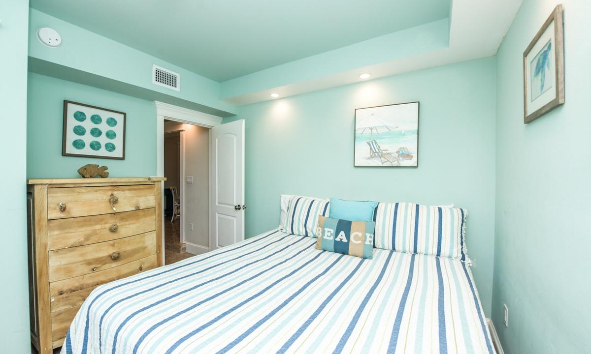 Bedroom 1, Bay Breezes - AMI Locals
