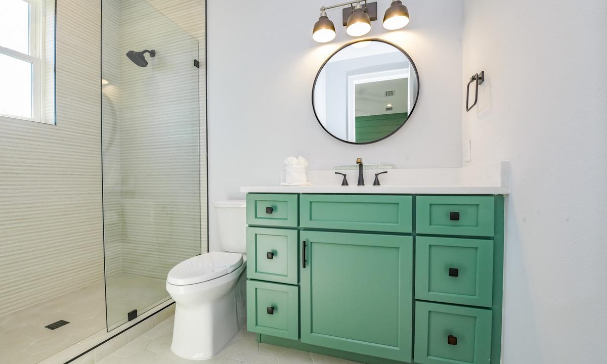 Ensuite Bathroom to Bedroom 3, Aqua Paradise - AMI Locals