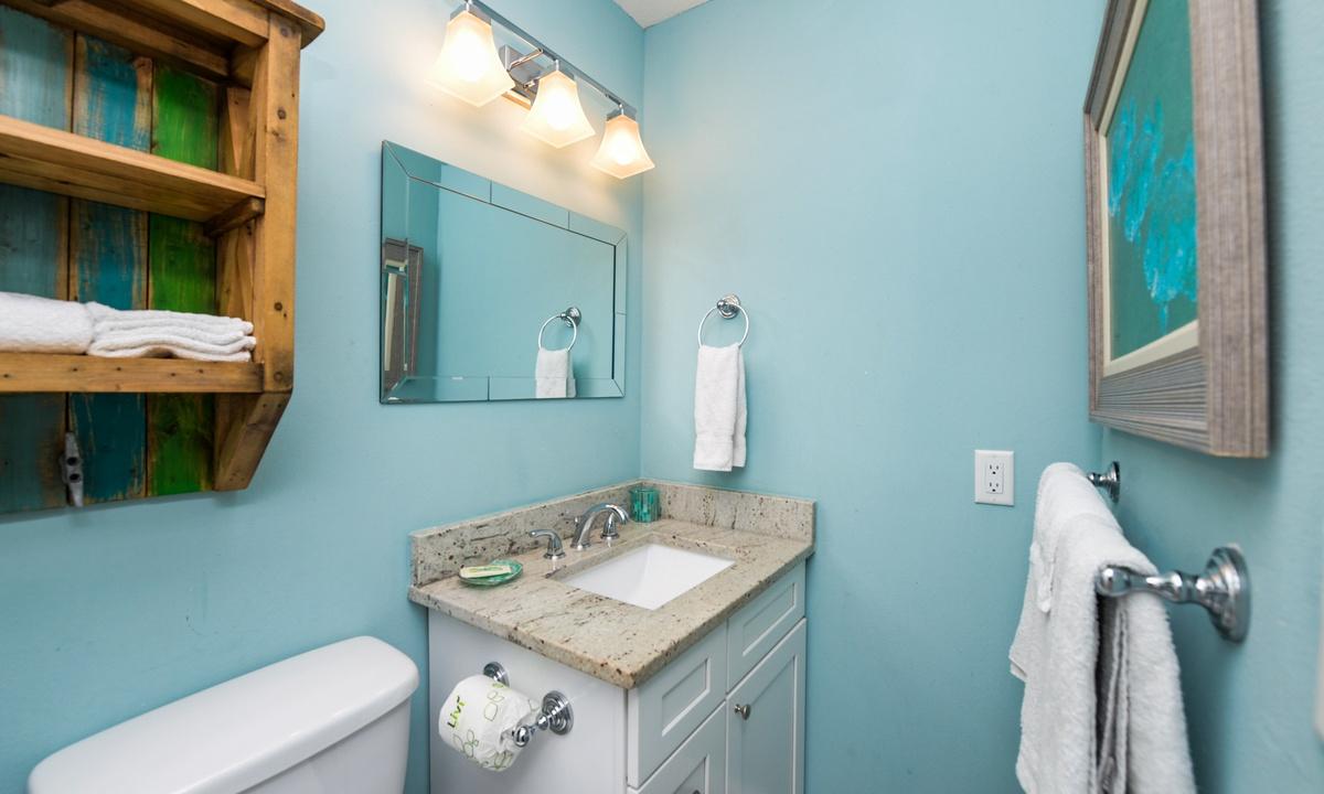 Ensuite Master Bathroom, Bayside Cutie - AMI Locals