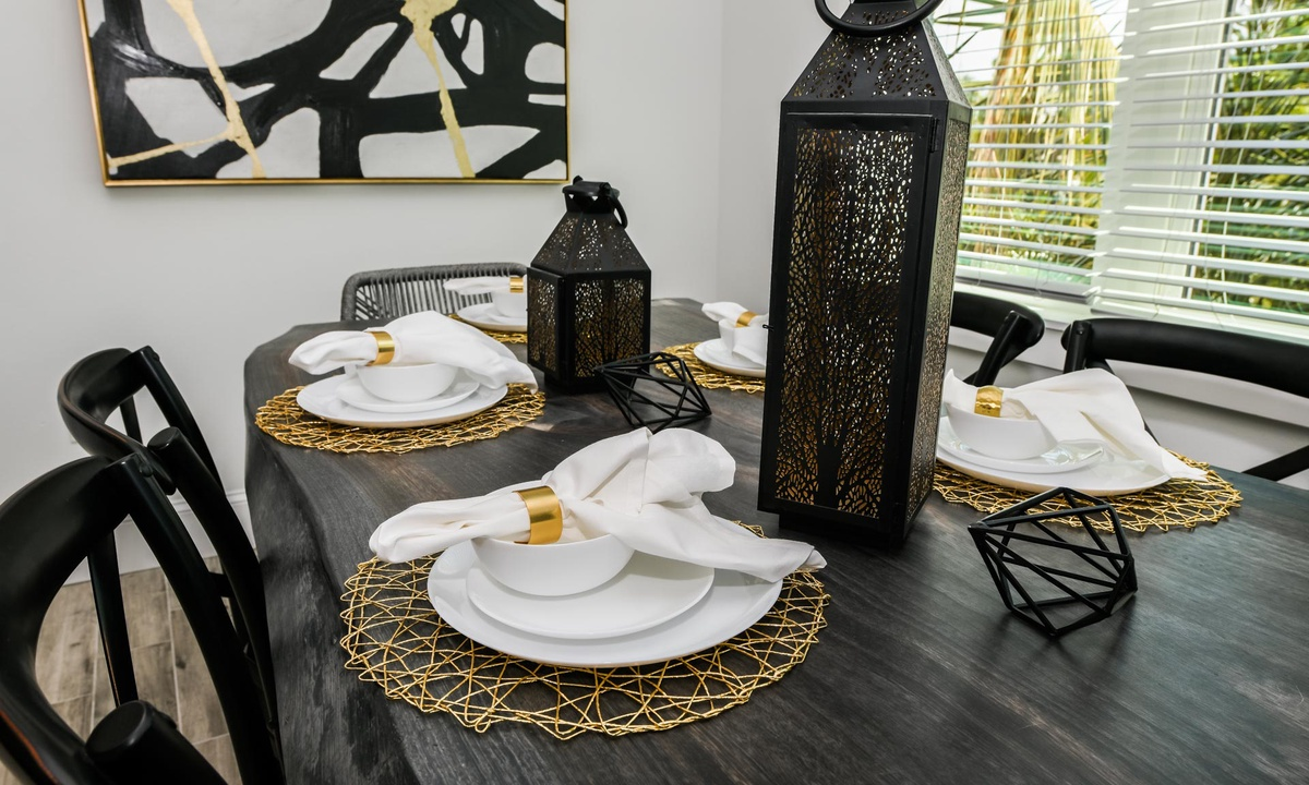 Dining table, Gulf Horizons - AMI Locals