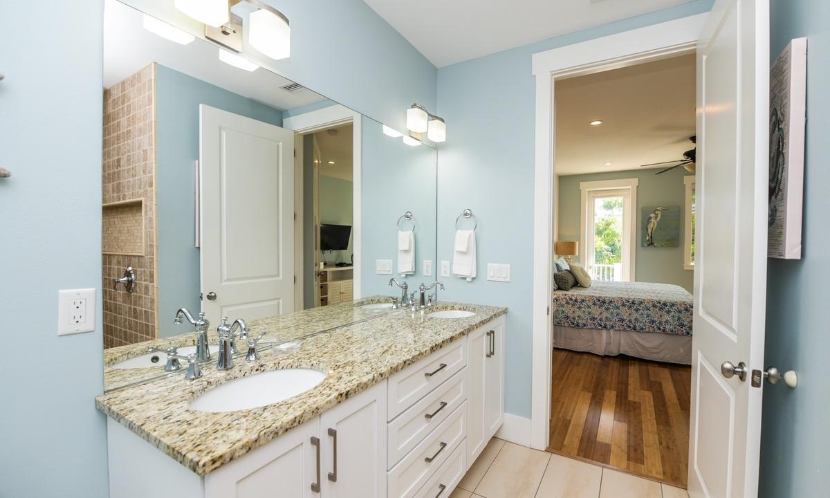 Ensuite Bathroom to Bedroom 3, Coconut Cove - AMI Locals