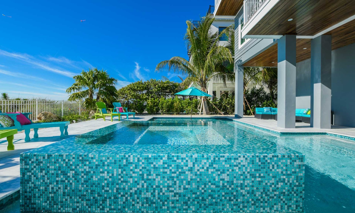 Pool and Spa, Beachfront Paradise - AMI Locals