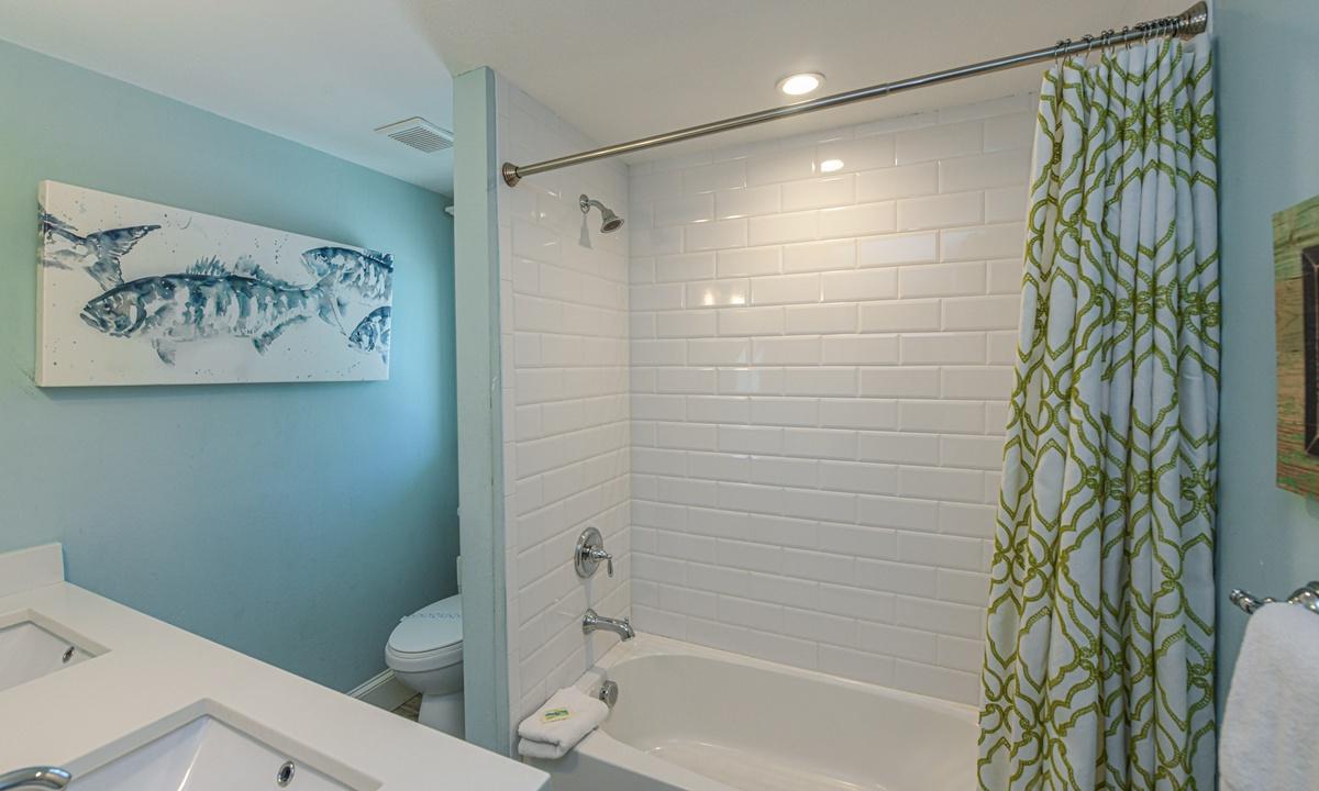 Hallway Bathroom, Blissful Bay - AMI Locals
