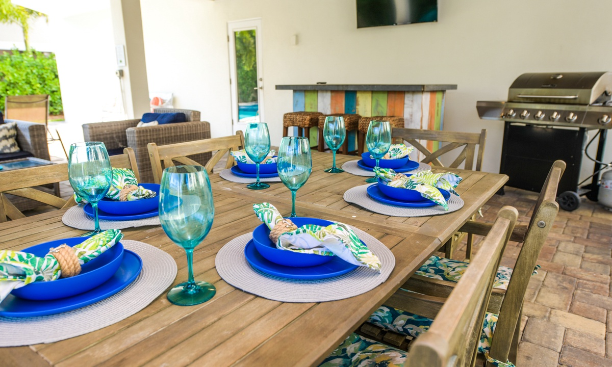Outdoor Dining table, Coconut Cove - AMI Locals