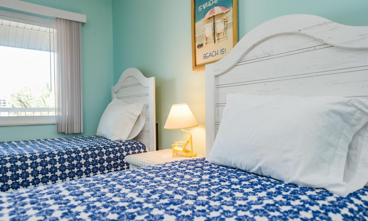 Bedroom 2, Lazy Livin' - AMI Locals