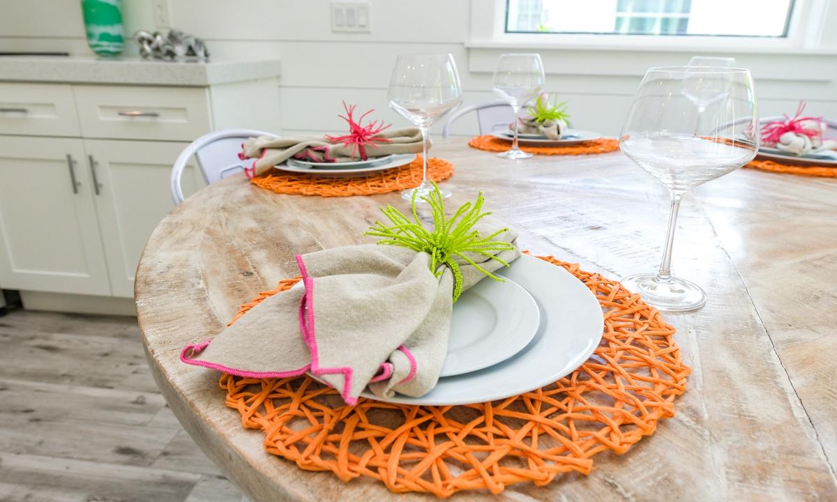 Dining table, Last Resort - AMI Locals