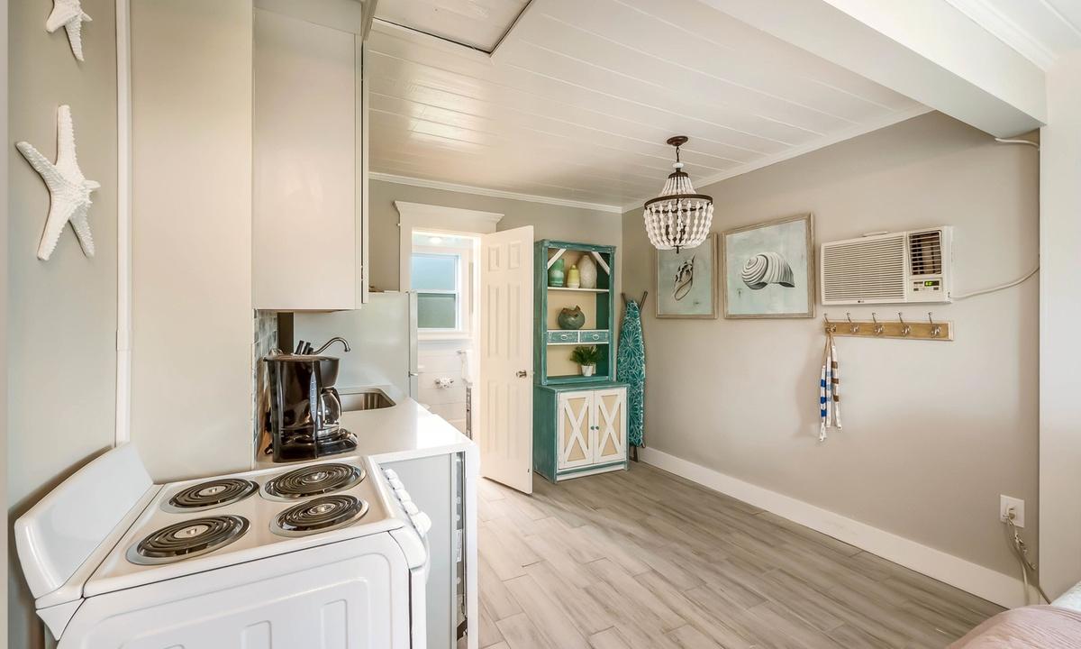 Kitchen, Sandpiper Suite at Driftwood - AMI Locals