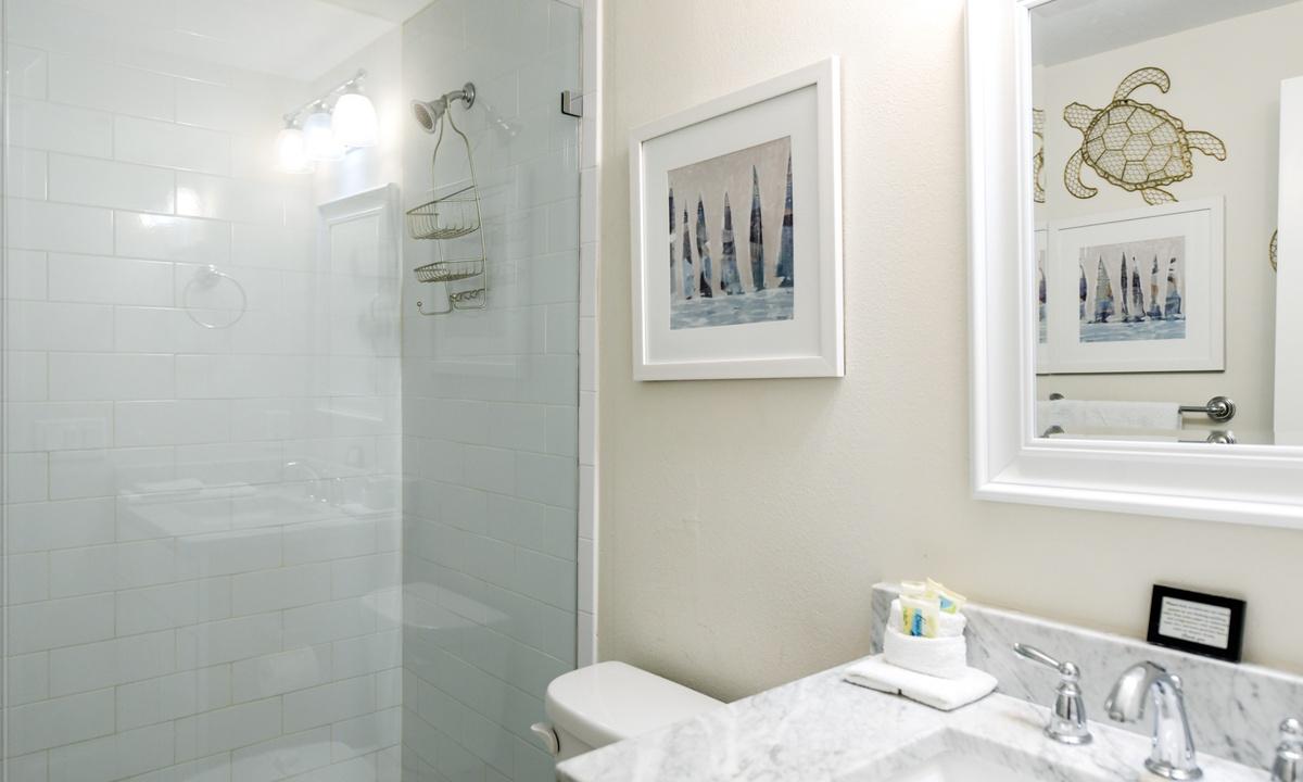 Ensuite Master Bathroom, Bay Vista - AMI Locals