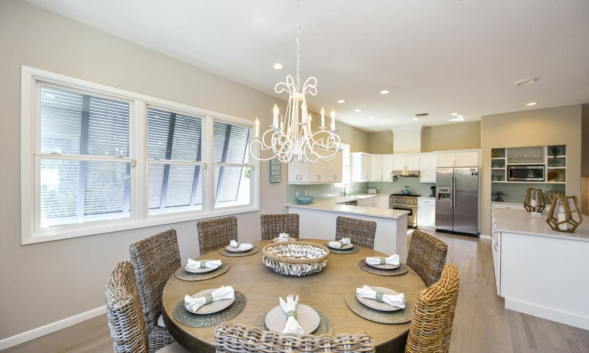 Dining Room, Castaway Cove - AMI Locals