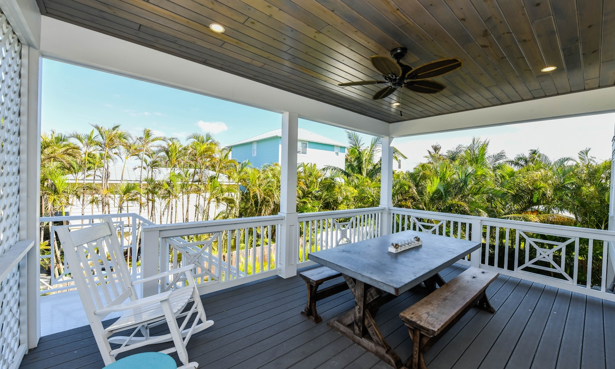 Deck, Atlantis Beach House - AMI Locals