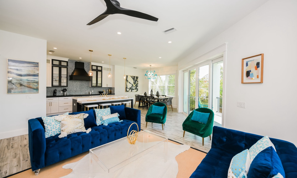 Living Room, Gulf Horizons - AMI Locals