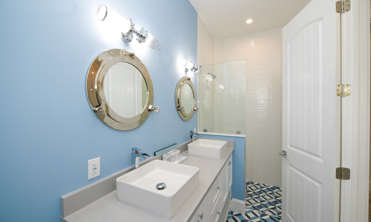 Ensuite Master Bathroom, Anna Maria Beach House - AMI Locals