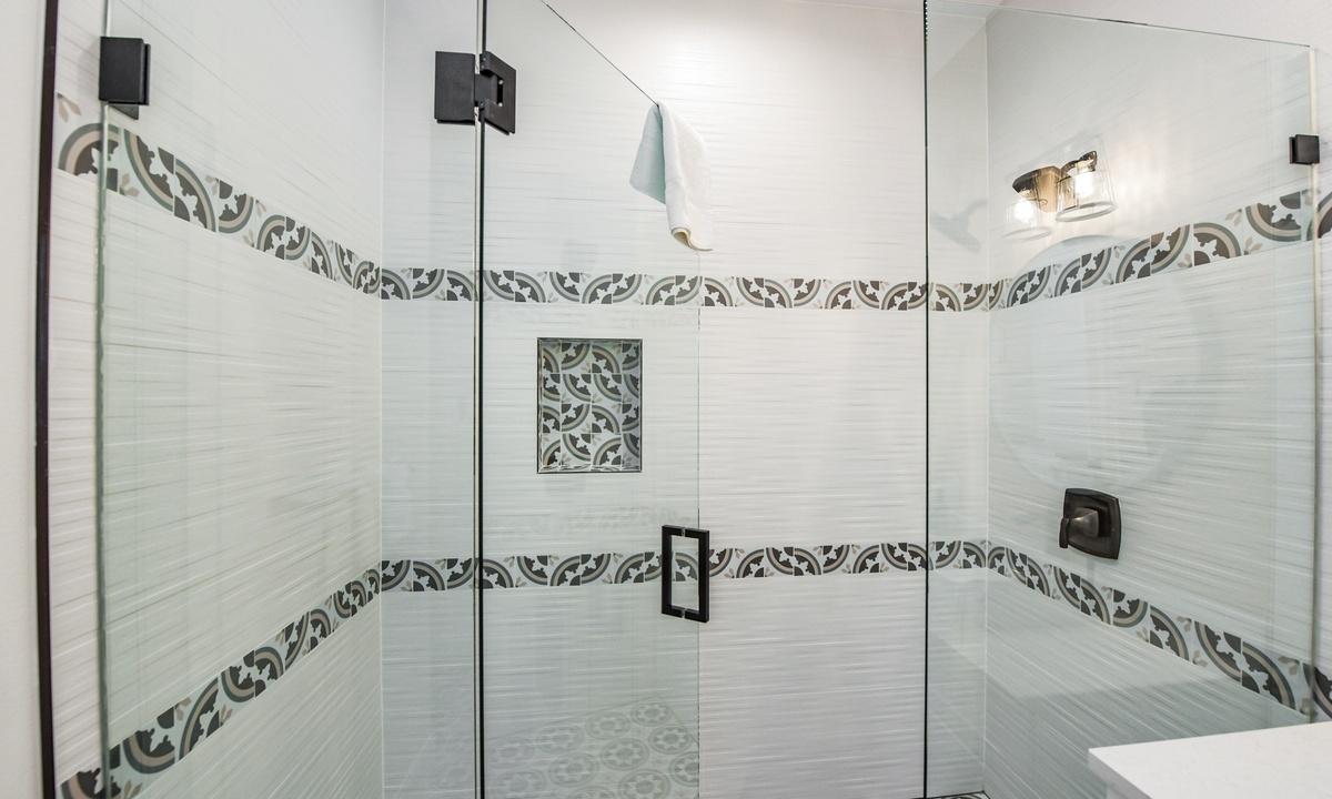 Ensuite Bathroom to Bedroom 3, Sea Forever - AMI Locals