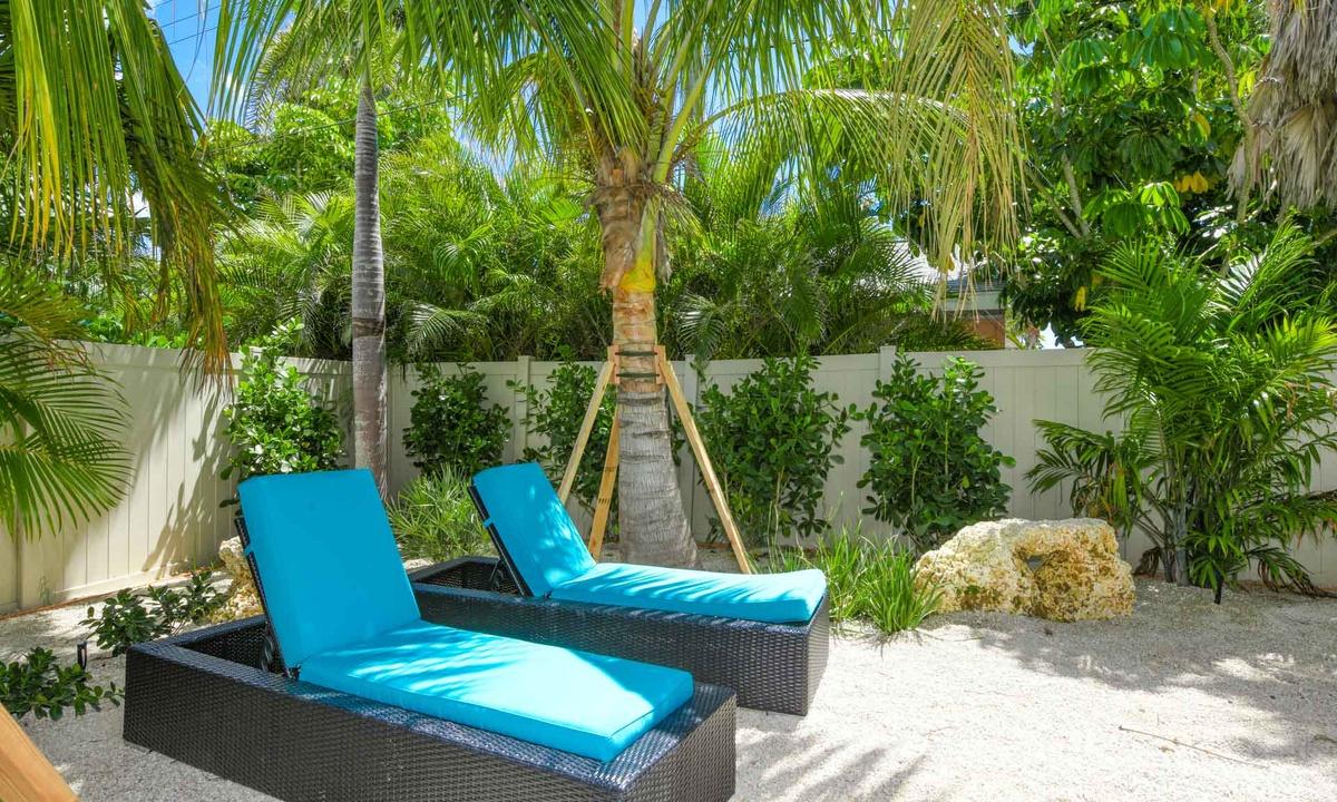 Backyard Paradise, Gulf Horizons - AMI Locals