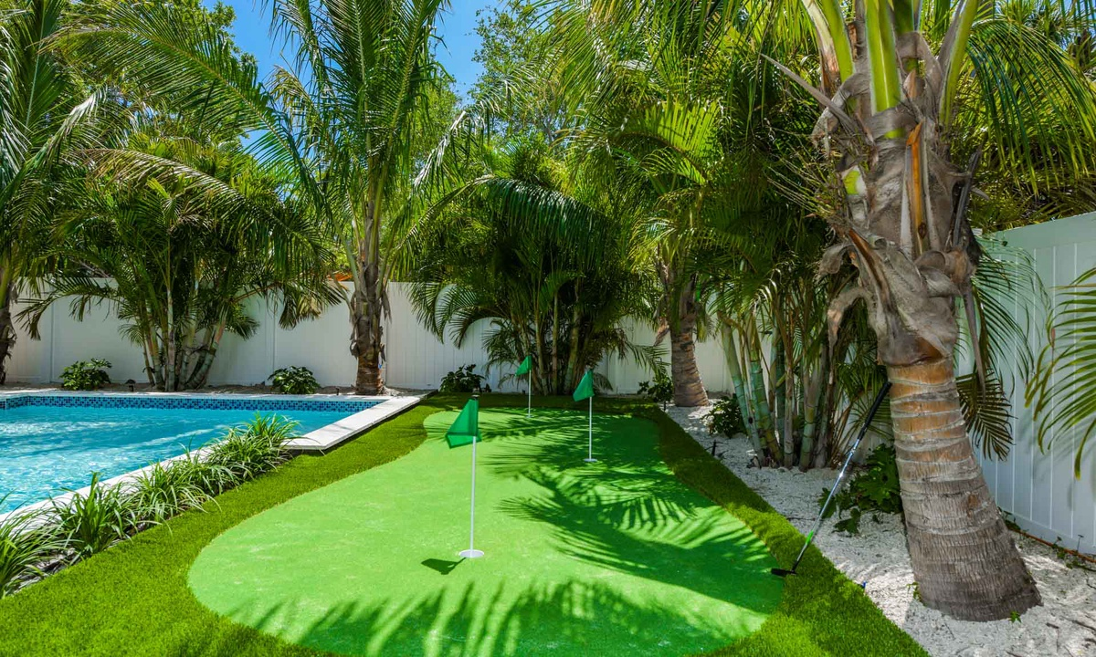 Putting Green, Anna Maria Beach House - AMI Locals