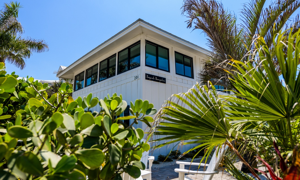 Bay Breezes at Bayside Bungalow - AMI Locals