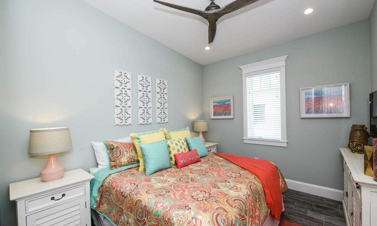 Bedroom 6, Beachfront Paradise - AMI Locals