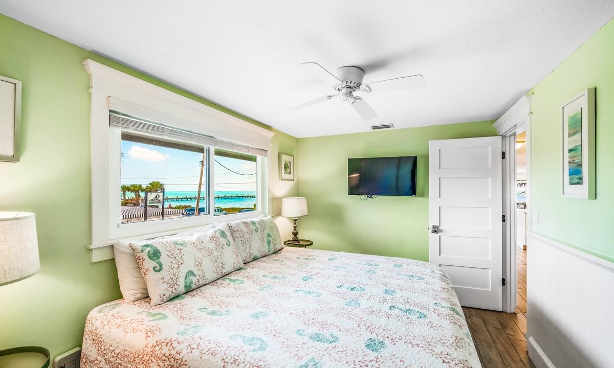 Bedroom 1, Bay Vista - AMI Locals