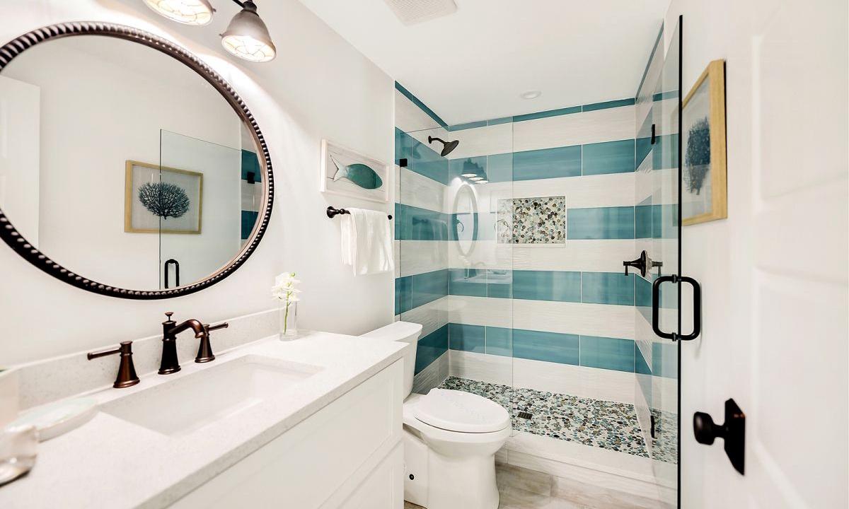 Ensuite Bathroom to Bedroom 8, On the Rocks - AMI Locals