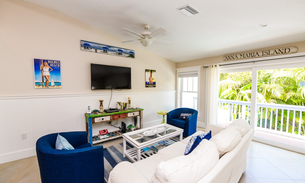 Living Room, Gulf Breeze - AMI Locals