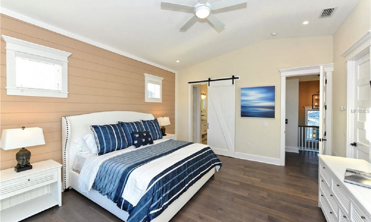 Bedroom 4 (Master), Seascape - AMI Locals