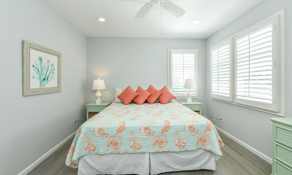 Bedroom 5, Castaway Cove - AMI Locals