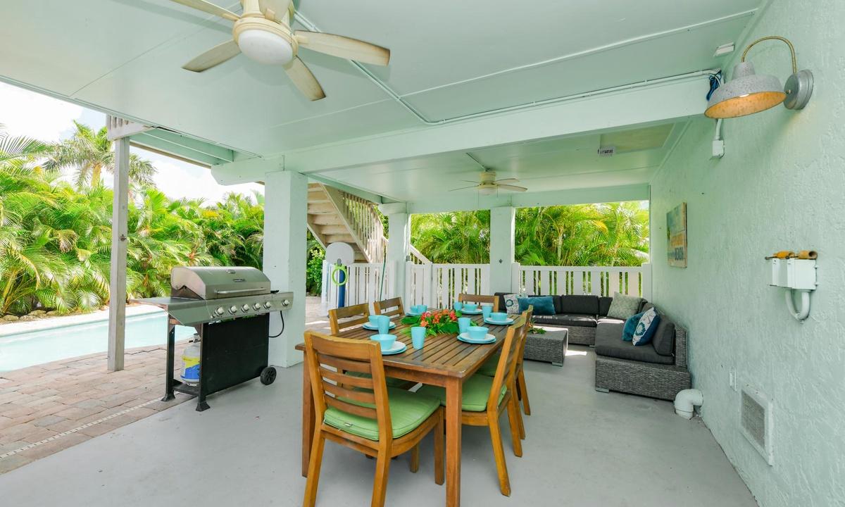 Outdoor Pool Patio with BBQ, Bimini Breeze - AMI Locals