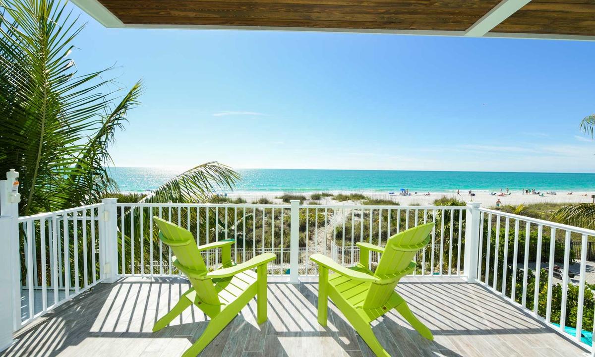 Views! Beachfront Paradise - AMI Locals
